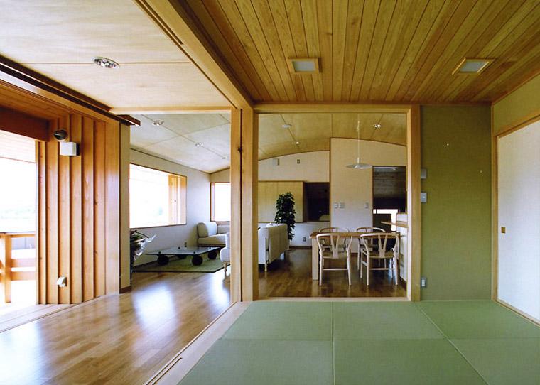 やまぼうしのある家-和室からリビング