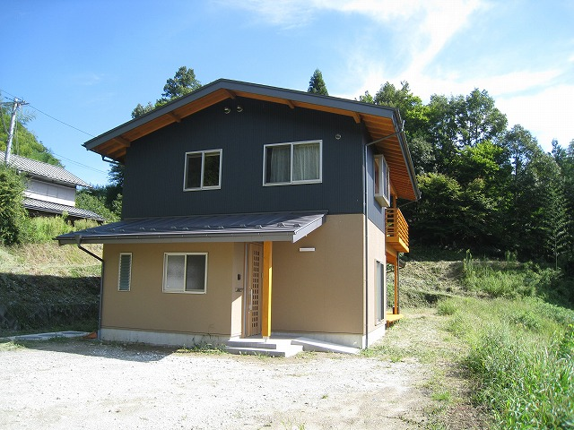 里山に建つ家2